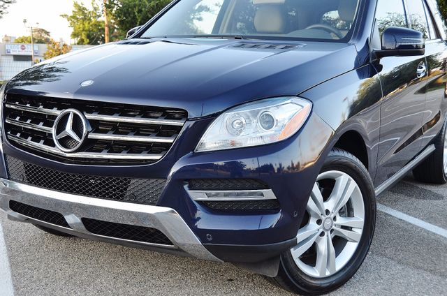 2013 Mercedes-Benz ML 350  AUTO - 33K MILES - NAVI - HTD STS - SUNROOF Reseda, CA 10