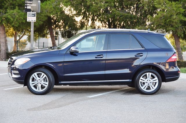 2013 Mercedes-Benz ML 350  AUTO - 33K MILES - NAVI - HTD STS - SUNROOF Reseda, CA 12