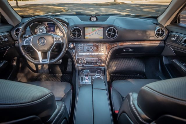 2013 Mercedes-Benz SL 550 AMG WHEELS / GLASS SUNROOF HARDTOP CONVERTIBLE in Memphis, Tennessee 38115