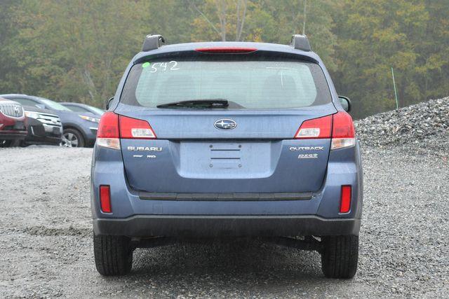 2013 Subaru Outback 2.5i Naugatuck, Connecticut 3