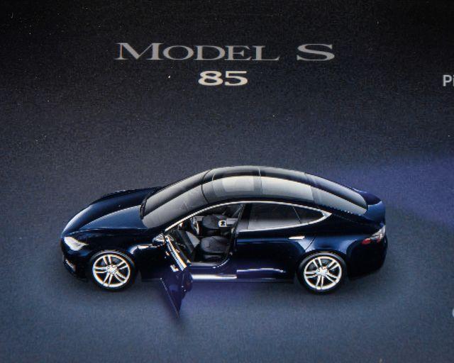 2013 Tesla Model S Burbank, CA 17