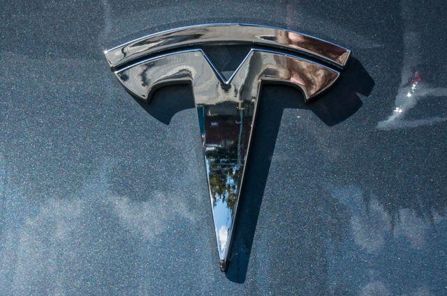2013 Tesla Model S 60 in Reseda, CA, CA 91335
