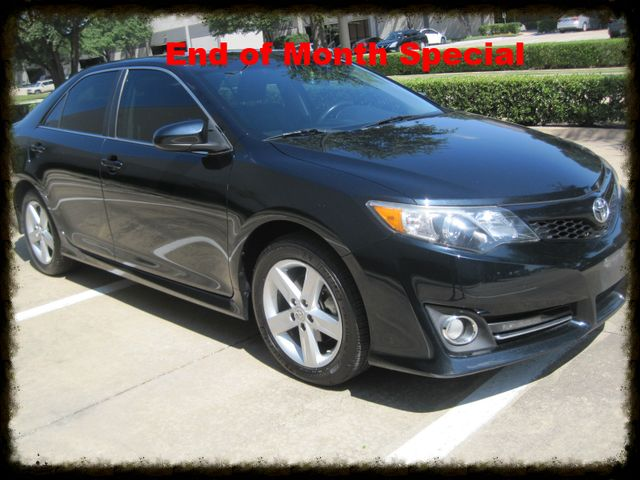 2013 Toyota Camry SE, Nav, bluetooth, Sat, Michelins, Low Miles