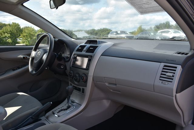 2013 Toyota Corolla LE Naugatuck, Connecticut 9