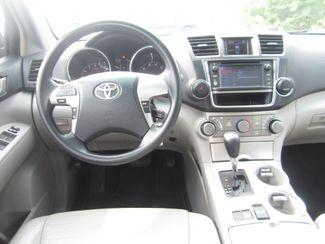 2013 Toyota Highlander Plus Batesville, Mississippi 21