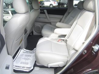 2013 Toyota Highlander Plus Batesville, Mississippi 28