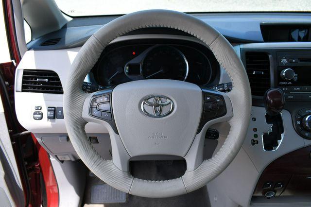 2013 Toyota Sienna XLE Naugatuck, Connecticut 23