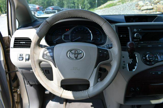 2013 Toyota Sienna XLE AWD Naugatuck, Connecticut 23