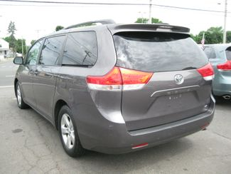 2013 Toyota Sienna LE  city CT  York Auto Sales  in West Haven, CT