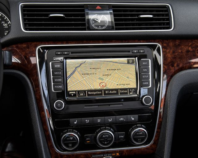 2013 Volkswagen Passat SEL Premium Burbank, CA 21