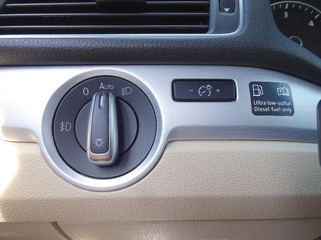 2013 Volkswagen Passat TDI SE w/Sunroof & Nav Madison, NC 17