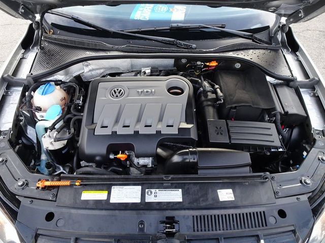 2013 Volkswagen Passat TDI SE w/Sunroof & Nav Madison, NC 40