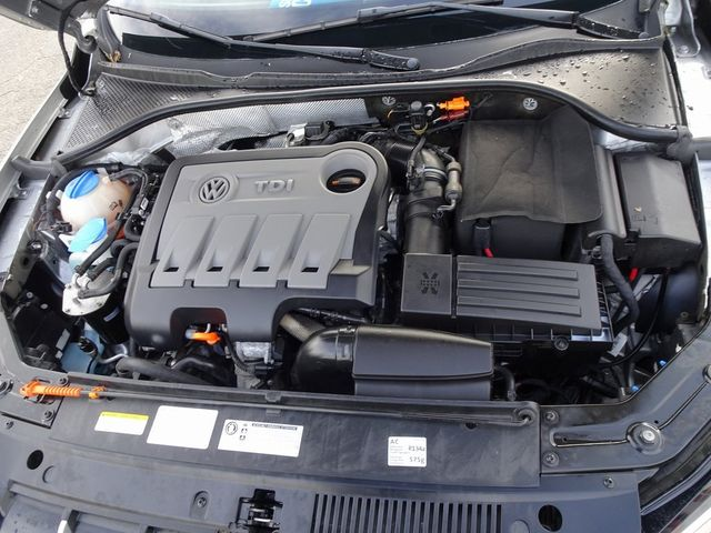 2013 Volkswagen Passat TDI SE w/Sunroof & Nav Madison, NC 42