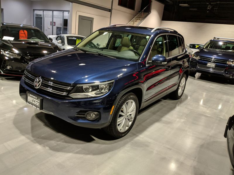 2013 Volkswagen Tiguan SE wSunroof  Navigation  Lake Forest IL  Executive Motor Carz  in Lake Forest, IL