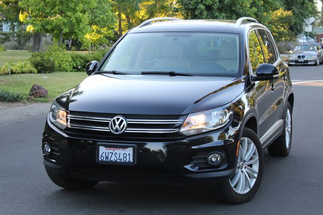 2013 Volkswagen TIGUAN SE 1-OWNER NAVIGATION PANORMAIC ROOF LEATHER ALLOY WHLS SERVICE RECORDS in Van Nuys, CA 91406