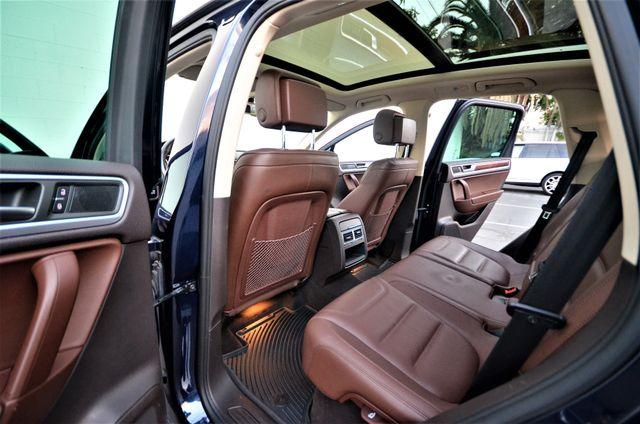 2013 Volkswagen Touareg Lux Reseda, CA 25