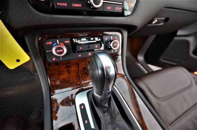 2013 Volkswagen Touareg Lux Reseda, CA 38
