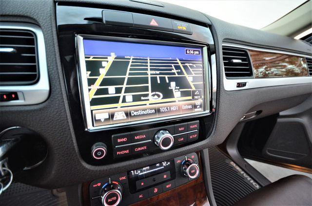 2013 Volkswagen Touareg Lux Reseda, CA 3