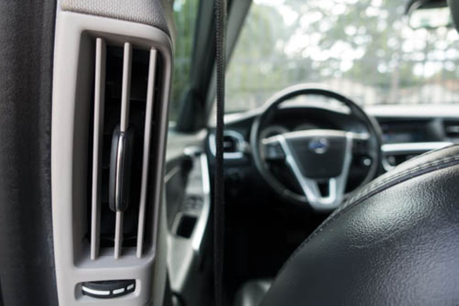 Volvo S60: Top tether anchors