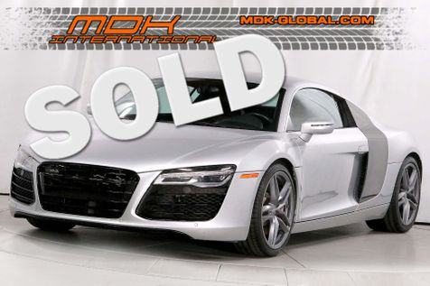 2014 Audi R8 Coupe V8 - Double Clutch - Carbon Fiber side blades in Los Angeles