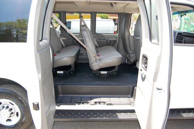 2014 Chevrolet 12 Pass. LS Charlotte, North Carolina 8