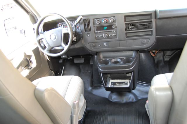 2014 Chevrolet 12 Pass. LS Charlotte, North Carolina 16