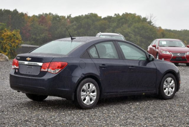 2014 Chevrolet Cruze LS Naugatuck, Connecticut 4