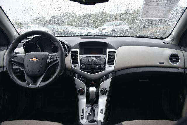 2014 Chevrolet Cruze LS Naugatuck, Connecticut 9