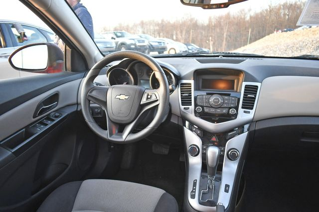 2014 Chevrolet Cruze LS Naugatuck, Connecticut 10