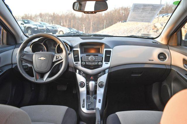 2014 Chevrolet Cruze LS Naugatuck, Connecticut 11
