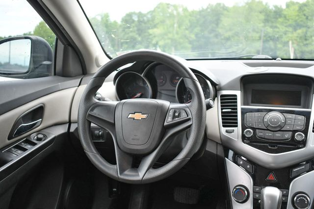 2014 Chevrolet Cruze LS Naugatuck, Connecticut 13
