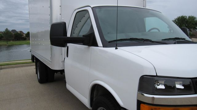 2014 Chevrolet Express 14' Cutaway Delivery Moving Straight Box Truck W/ Maxon Liftgate Irving, Texas 1
