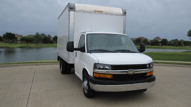 2014 Chevrolet Express 14' Cutaway Delivery Moving Straight Box Truck W/ Maxon Liftgate Irving, Texas 3