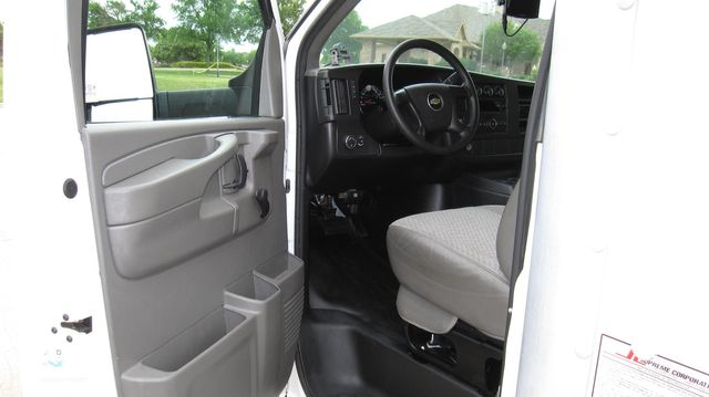 2014 Chevrolet Express 14' Cutaway Delivery Moving Straight Box Truck W/ Maxon Liftgate Irving, Texas 31