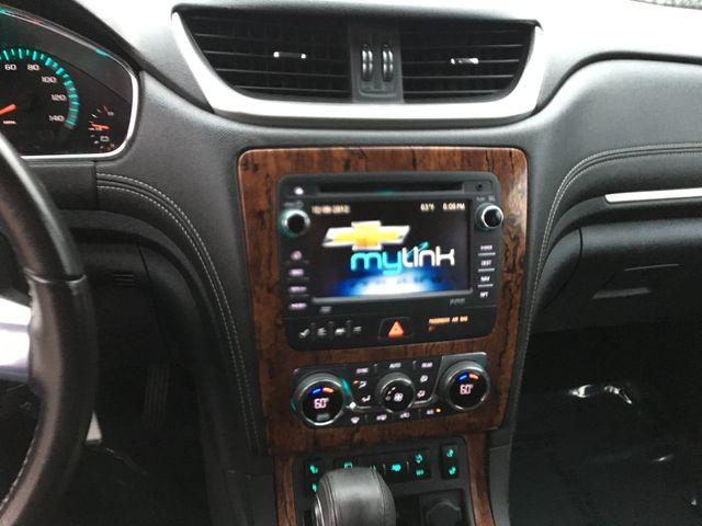 2014 Chevrolet Traverse LT Farmington, MN 6