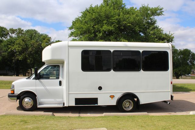 2014 Chevy Express G4500 13 Passenger Glaval Shuttle Bus W/ Wheelchair Lift in Irving, Texas 75060