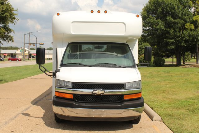 2014 Chevy Express G4500 StarTrans Senator 13 Passenger Shuttle Bus W/Lift Irving, Texas 1