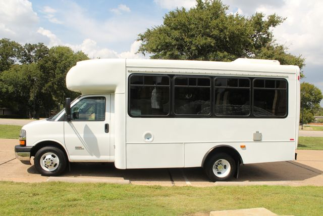 2014 Chevy Express G4500 StarTrans Senator 13 Passenger Shuttle Bus W/Lift Irving, Texas 3
