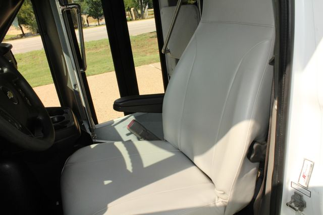 2014 Chevy Express G4500 StarTrans Senator 13 Passenger Shuttle Bus W/Lift Irving, Texas 44