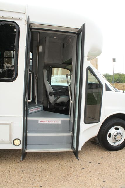 2014 Chevy Express G4500 StarTrans Senator 13 Passenger Shuttle Bus W/Lift Irving, Texas 8