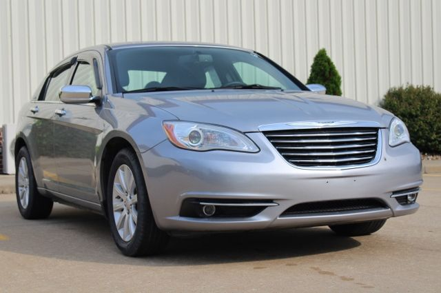 2014 Chrysler 200 Limited in Jackson, MO 63755