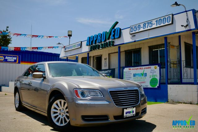 2014 Chrysler 300 in Sanger, CA 93657