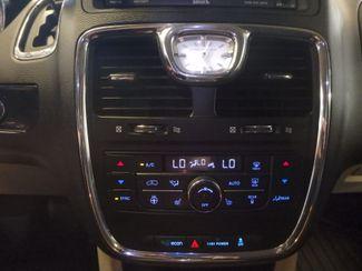 2014 Chrysler Town & Country, b/u camera, heated seats, Touring-L 30th Anniversary Saint Louis Park, MN 21
