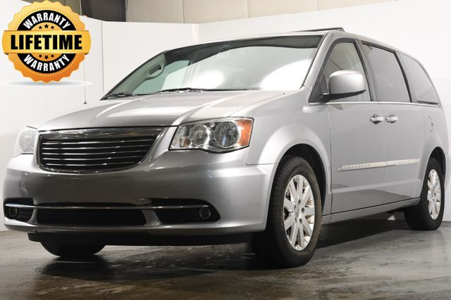 2014 Chrysler Town & Country Touring w/ DvD/ Nav/ Leather