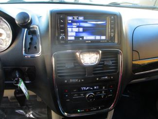 2014 Chrysler Town & Country Touring Farmington, MN 6