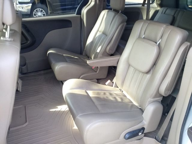 2014 Chrysler Town & Country Touring Houston, Mississippi 9