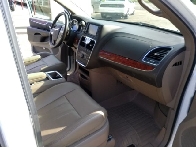 2014 Chrysler Town & Country Touring Houston, Mississippi 7