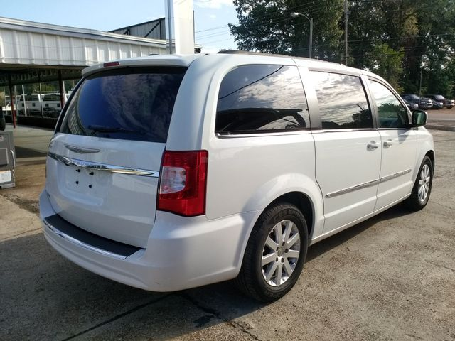 2014 Chrysler Town & Country Touring Houston, Mississippi 4