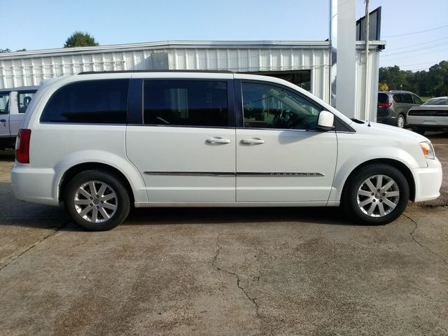 2014 Chrysler Town & Country Touring Houston, Mississippi 2