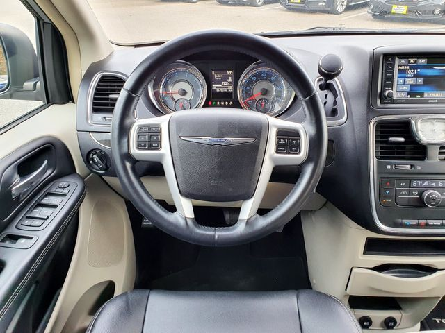 2014 Chrysler Town & Country Touring w/Leather/DVD in Louisville, TN 37777